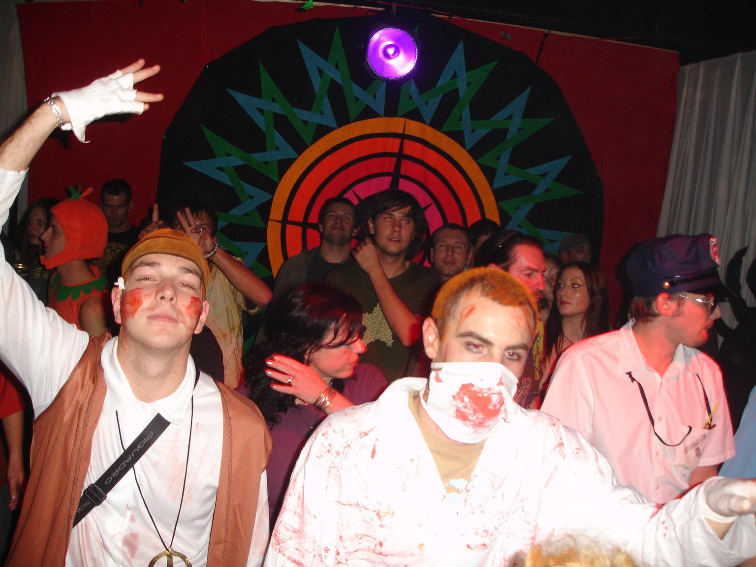 DSC03581_Creepy_crowd.JPG